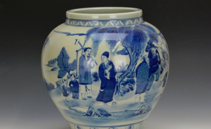 Qing blue and white porcelain pot